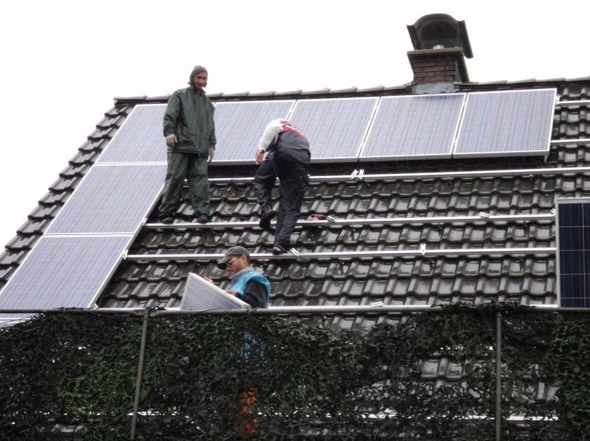 napelemek a tetőn