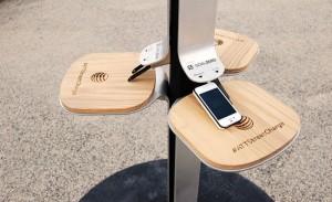 Utcai napelemes telefontöltő
