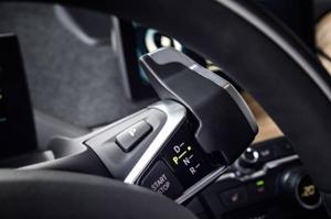 BMW i3 sebességváltó a kormányon