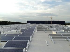 Napelem erőmű lapos tetőre építve