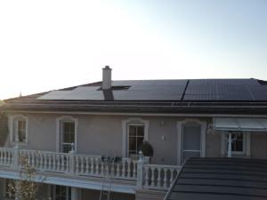 LG napelemek családi házon