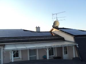 LG napelemek a tetőn
