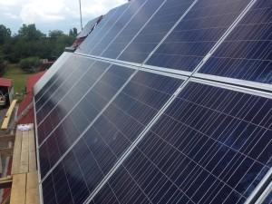 Hyundai napelemek lemeztetőre telepítve