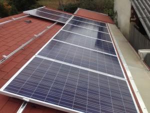 ReneSola napelemek zsindelytetőre telepítve