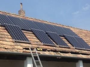 A napelemes rendszer építés közben